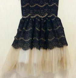 Платье с пышной юбкой .Золотой песок.
