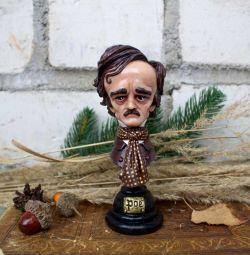 Edgar Allan Poe'nun heykelciği. Manuel çalışma.