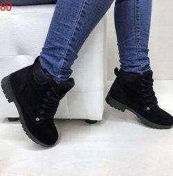 Нові зимові черевики жіночі