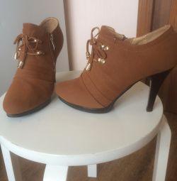 Μισό μπότες (μέγεθος 39)