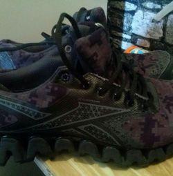 Spor ayakkabı kullanılmış