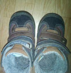 Μπότες για το φθινόπωρο, την άνοιξη