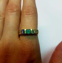 Кольцо с бриллиантами и изумрудом. Золото 585