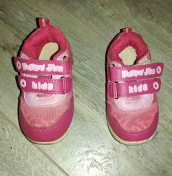 I will give shoes for a girl r. 25 (15cm) per linden per ho