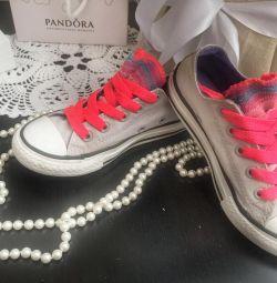 Τα πάνινα παπούτσια συνομιλούν με όλα τα πρωτότυπα Star