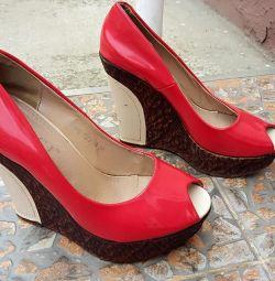 Shoes open