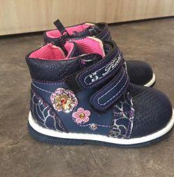 Οι μπότες θερμαίνονται νέες