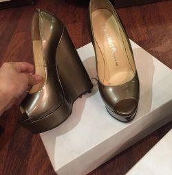 Pantofi Nanbo.