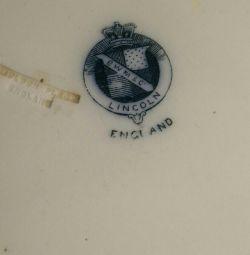 Dish de la o fabrică de porțelan engleză din Lincoln