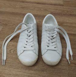 Кроссовки женские кожаные 35,5- 36 р-ра.