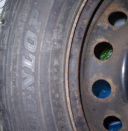 колеса зимові для Тойоти DUNLOP 195 / 60R15 88T