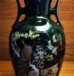 Японская фарфоровая ваза с ручками Павлины