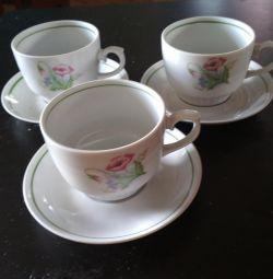 cești și farfurioare de ceai