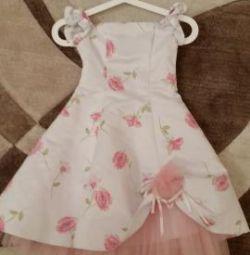 Πολύ όμορφο φόρεμα