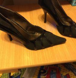 Pantofi de înaltă tensiune