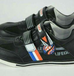 Pantofi pentru adolescenți (materiale juridice)