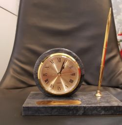 Stand pentru stilou cu ceas