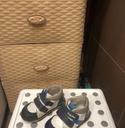 Capsic's low shoes