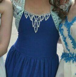 Φόρεμα στην τελετή αποφοίτησης 44-46