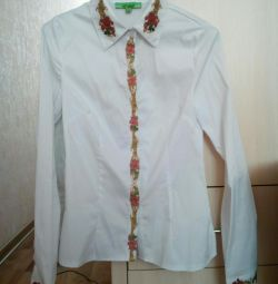 BLOUSE. + second as a gift!