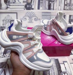 Yeni kadın spor ayakkabıları Louis Vuitton