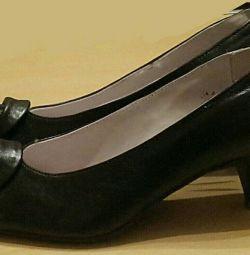 Pantofi noi piele originale. Dimensiunea este de 35,5-36.