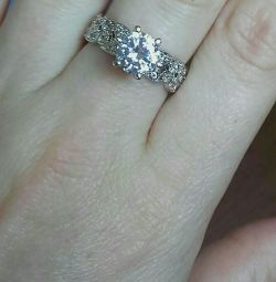 ring with cubic zirconias