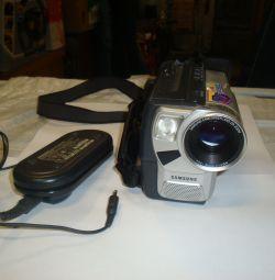 Η βιντεοκάμερα Samsung VP-W87