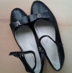 Όμορφα παπούτσια για το κορίτσι Camilla