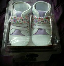 Pantofi noi pentru copii