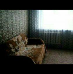 Ένας καναπές, καταλαβαίνει μια κουκέτα