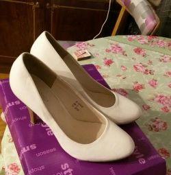 Туфлі білі 39 р