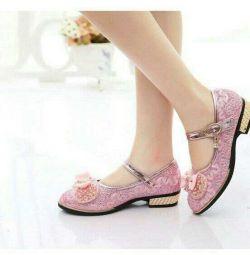 Εορταστικά όμορφα παπούτσια