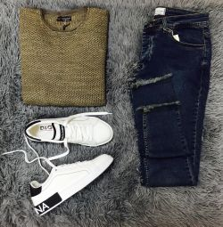 Jeans, sweater, sneakers