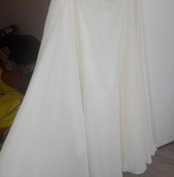 Η φούστα είναι μεγάλη