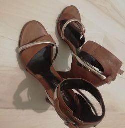 Sandale cu toc înalt