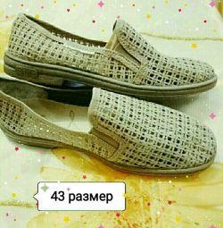 Αναπνεύσιμα παπούτσια - Παντόφλες μεγέθους 42 και 43.