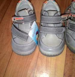Αθλητικά παπούτσια 22