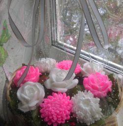 Кошик квітів з мила