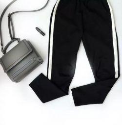 Beyaz ekli pantolon