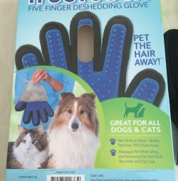 Glove for combing pet hair