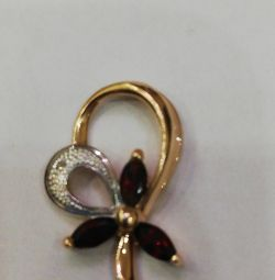 Gold pendant with pomegranate and diamond