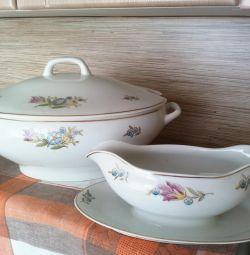 Tureen, sauceboat, plates