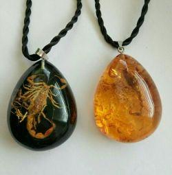 Кулон скорпион в янтаре