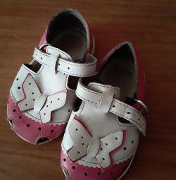 Voi vinde sandale pentru fata