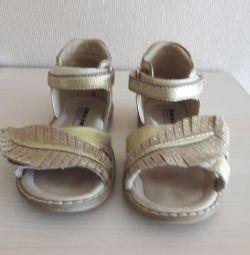 Sandals Tale p 23