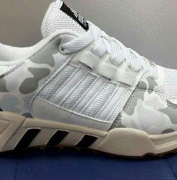 Кроссовки Adidas р-ры 38