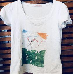 T-shirt for nursing mothers