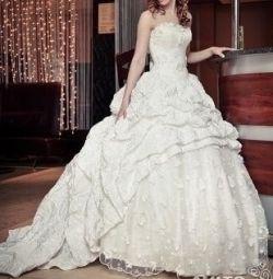 Νέο γαμήλιο φόρεμα με τραίνο