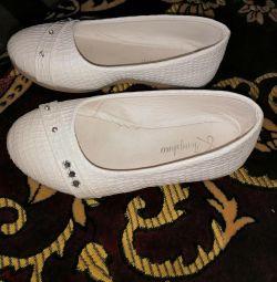 Λευκά παπούτσια μπαλέτου